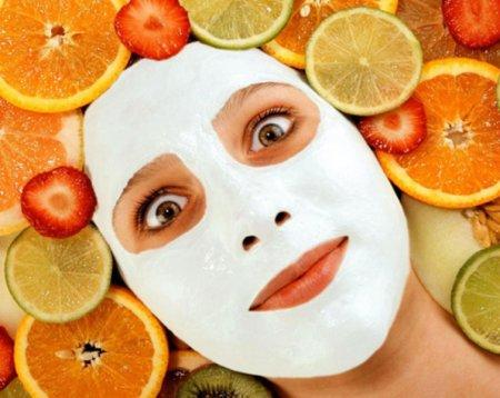 Самые популярные омолаживающие маски для лица
