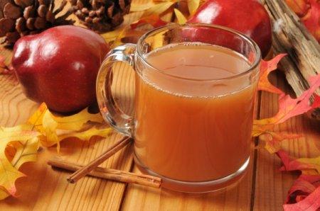 Теплый яблочный сидр со специями