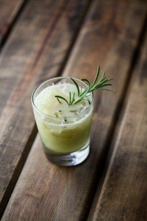 Яблочно-грушевый коктейль с джином