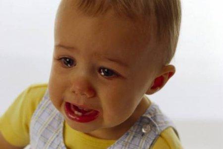 Почему дети плачут?