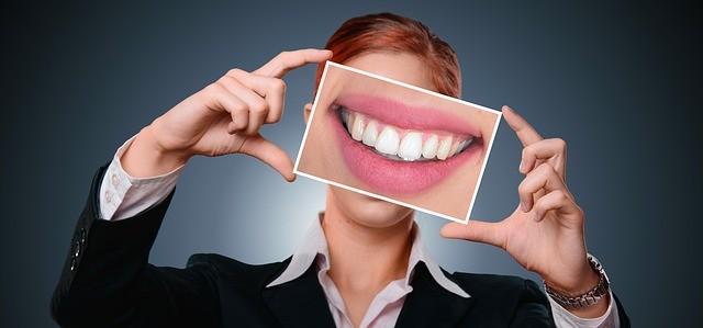 Как избавиться от зубного камня и налёта?